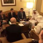 Weronika Tomaszewska-Collins asystuje jako tłumacz podczas rozmowy wicepremiera Piechocińskiego z Ministrem Gospodarki ZEA, Sułtanem Saeedem Al Mansourim i Mohamedem Alabbarem, Prezesem spółki EMAAR.