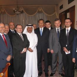 15-16 marca 2009 r. trwała wizyta Ministra Skarbu, Aleksandra Grada, z delegacją prezesów PKN Orlen, Nafta Polska, Polska Grupa Energetyczna oraz PLL LOT. Minister spotkał się z przewodniczącym Federalnego Zgromadzenia Narodowego, Abdul Azizem Al-Ghurairem, Ministrem Gospodarki, Sultanem Al-Mansourim, oraz przedstawicielami przedsiębiorstw i funduszy ZEA.