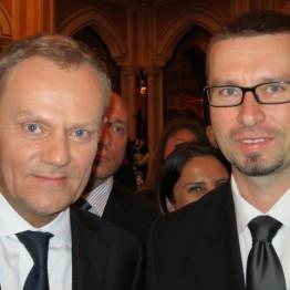 W dniach 21-23 kwietnia 2012 r. odbyła się wizyta w ZEA Prezesa Rady Ministrów, Donalda Tuska wraz z delegacją rządową i przedstawicielami biznesu. Podczas wizyty odbyły się spotkania z premierem Zjednoczonych Emiratów Arabskich, władcą Dubaju i z następcą tronu Abu Zabi. Odbyło się także Forum Gospodarcze ZEA-Polska w Dubaju.
